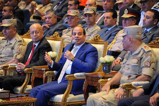 Photo of السيسي يوجه رئيس المخابرات العامة ونائبه ببذل مزيد من الجهد لحماية الأمن القومى