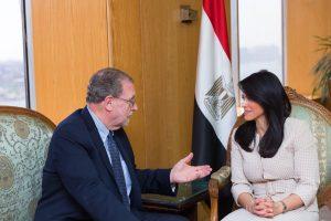 وزيرة السياحة تلتقى المذيع الأمريكى الشهير بيتر جرينبرج