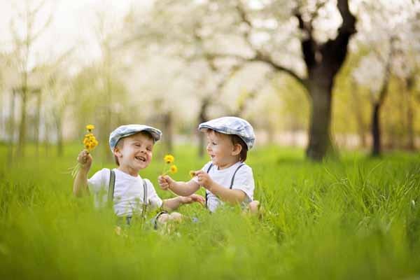 Photo of بالفيديو : اطفال يلعبون مضحك جداا