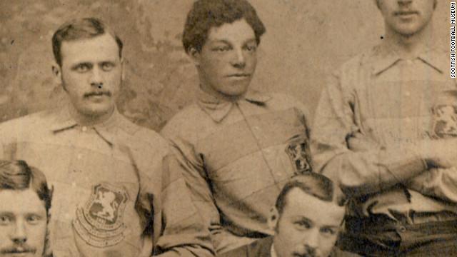 أندرو واتسون أول لاعب أسود في تاريخ كرة القدم