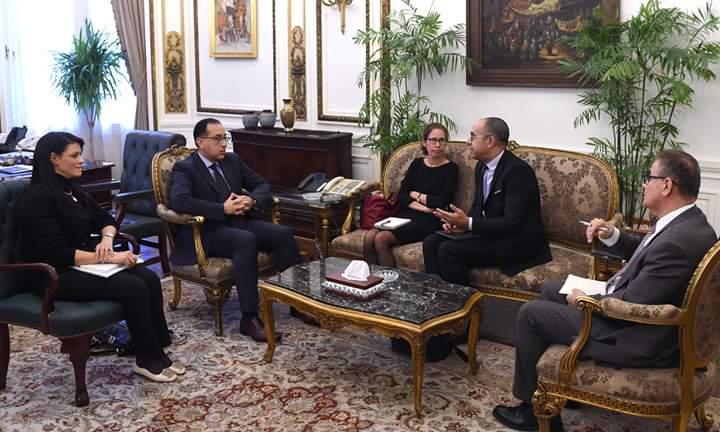 جانب من اجتماع رئيس الوزراء ومدير التنمية والتطوير بالبنك الدولي
