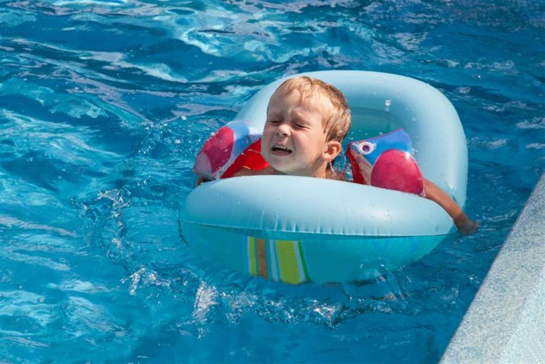 خوف الأطفال من البحر وحمامات السباحة