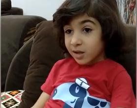 Photo of شاهد بالفيديو.. رسالة مؤثرة من طفل لوالده الطبيب بإحدى مستشفيات العزل