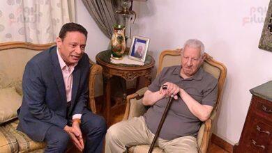 Photo of «كرم جبر» رئيس المجلس الأعلى للإعلام الجديد يزور «مكرم» في منزله