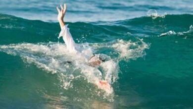 Photo of رغم التحذيرات.. أب يغرق في شاطئ النخيل بعد إنقاذ ابنته