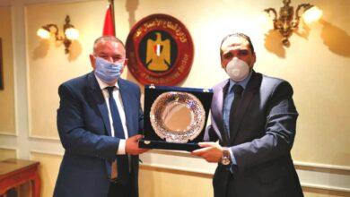 Photo of هشام توفيق يكرم مدحت نافع الرئيس السابق لـ«القابضة المعدنية»