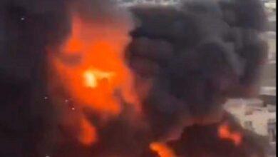 Photo of بالفيديو.. حريق ضخم بمحافظة حفر الباطن بالسعودية