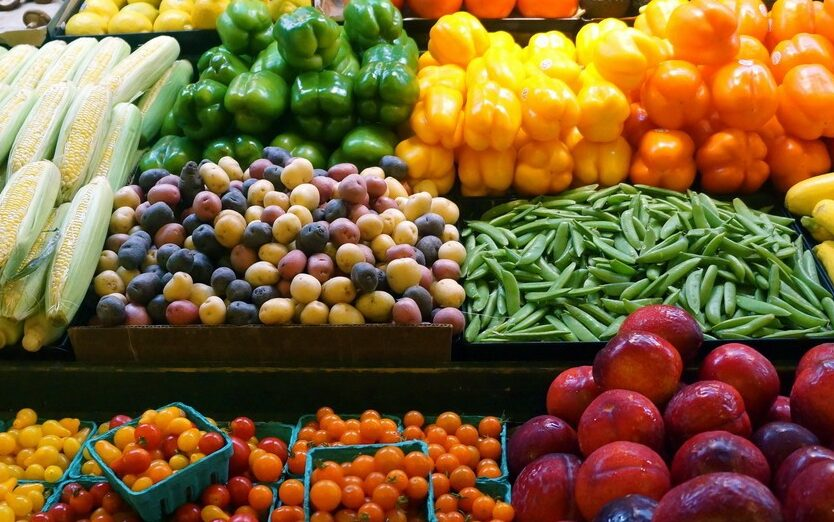 أسعار الخضروات والفاكهة بسوق العبور