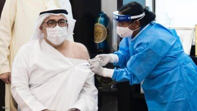 Photo of وزير الصحة الإماراتي يتلقى الجرعة الأولى من لقاح فيروس كورونا