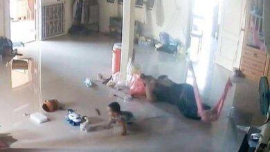 Photo of بالفيديو.. أم تُنقذ رضيعها من موت محقق على يد حيوان غريب