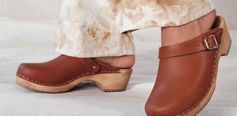 أحذية خشبية