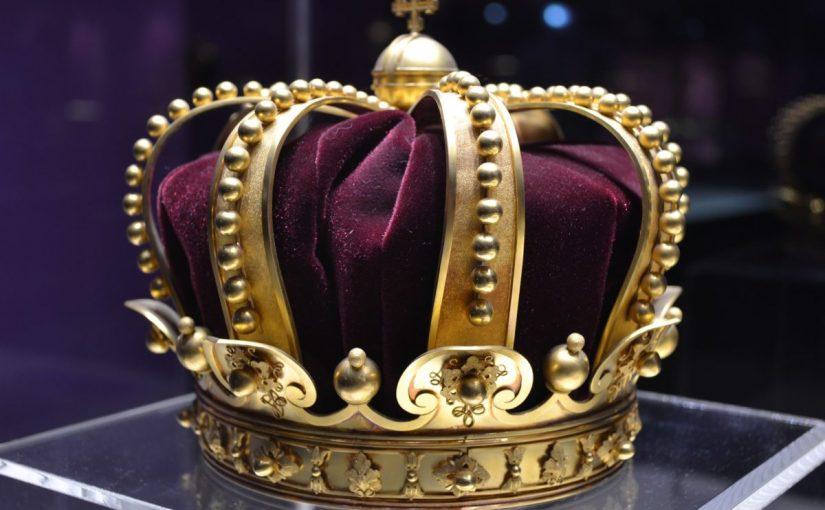 تفسير حلم رؤية الملك والجلوس معه لابن سيرين