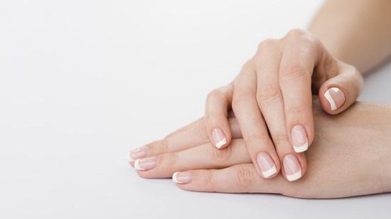وصفات طبيعية لتفتيح اليدين والقدمين
