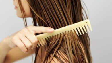 Photo of أخطاء تدمر الشعر أثناء تمشيطه.. تعرف على الطريقة الصحيحة