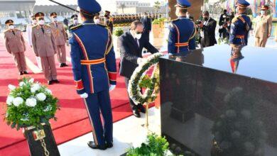 Photo of الرئيس السيسي يضع أكاليل الزهور علي قبر الجندي المجهول والزعيمين السادات وعبدالناصر
